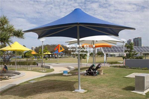 公园 七彩中柱遮阳伞